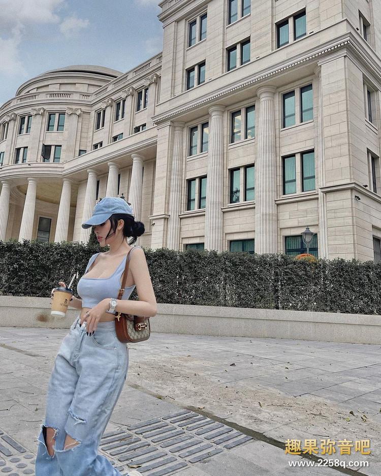 超狂泳装设计!越南「真人洋娃娃」曲线太火辣,细腰丰臀比芭比美! 9.jpg