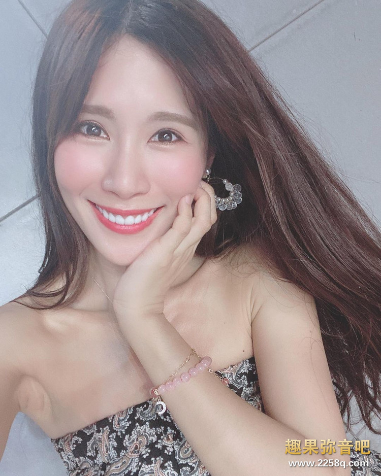 场边最美风景!乐天啦啦队甜姐儿「沐妍Moon」甜美笑容让球迷都恋爱 13.jpg