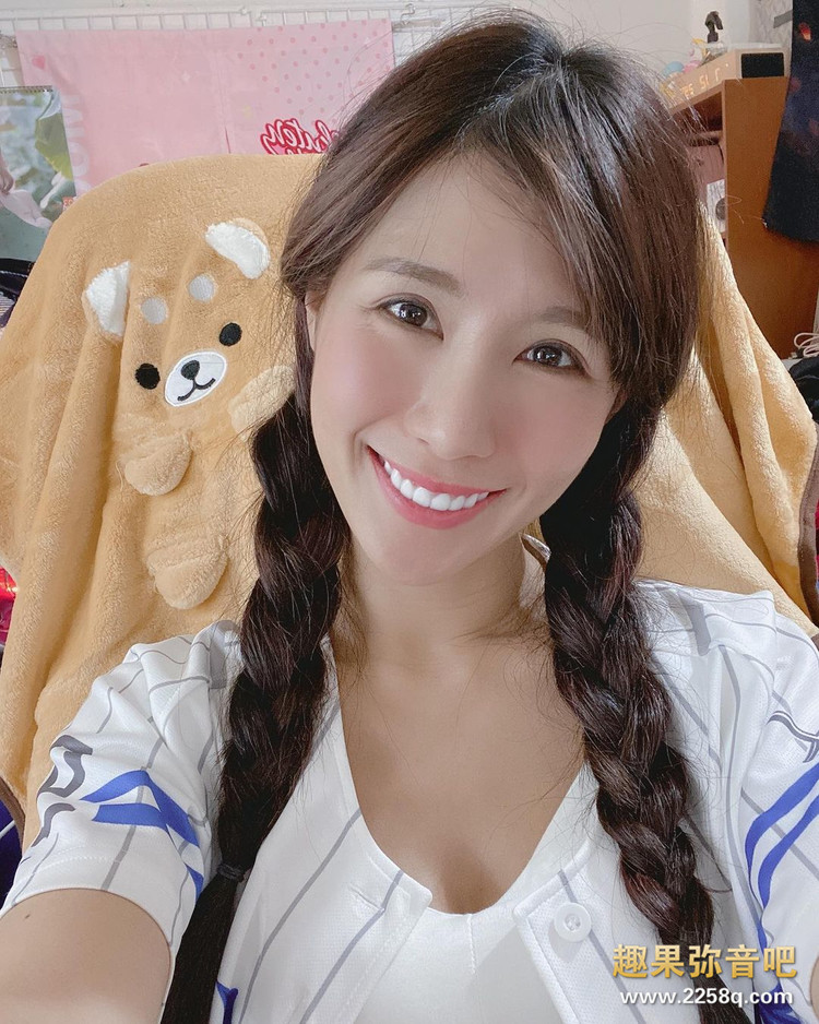 场边最美风景!乐天啦啦队甜姐儿「沐妍Moon」甜美笑容让球迷都恋爱 7.jpg