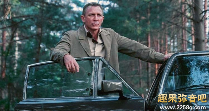DANIEL-CRAIG_TALKS_NO-TIME-TO-DIE_THEATRICAL-RELEASE_PRESSURES-OF-PLAYING_JAMES-BOND_-750x400.jpg